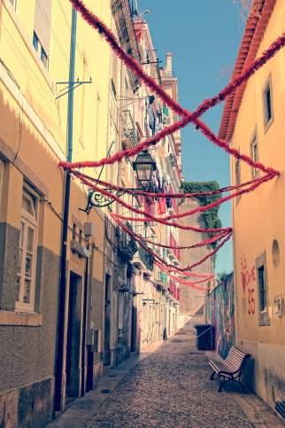 les rues typiques de lisbonne avec treasures of lisboa food tours
