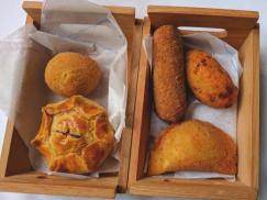 delicieuses entrees avec pasteis de bacalhau servis dans nos circuits gastronomiques à lisbonne avec treasures of lisboa
